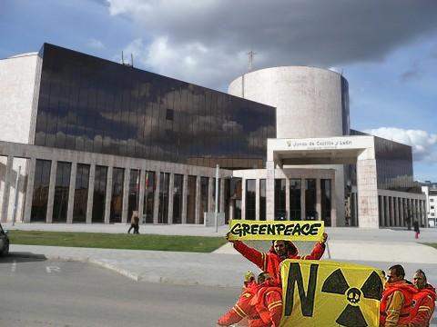 central de eras Activistas leoneses exigen el cierre de la central nuclear de Eras de Renueva